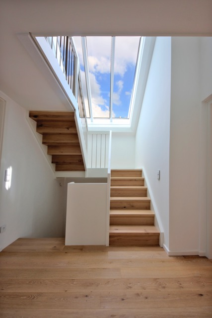 modernes treppenhaus einfamilienhaus. Black Bedroom Furniture Sets. Home Design Ideas